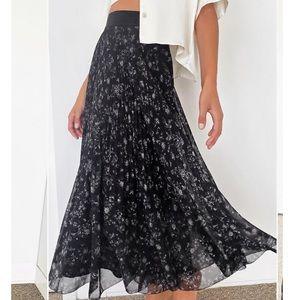 New Aritzia Twirl Skirt - Black + Bone Size small